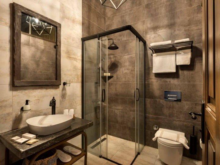 epica-6-bathroom