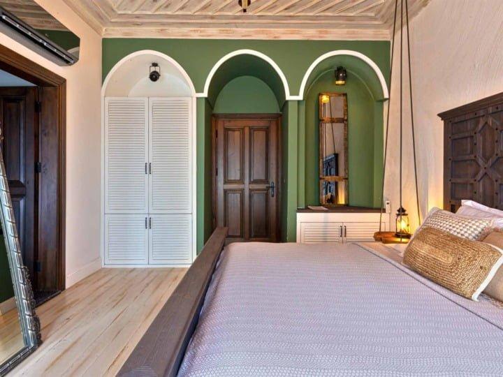 rustica-4-room-entrance
