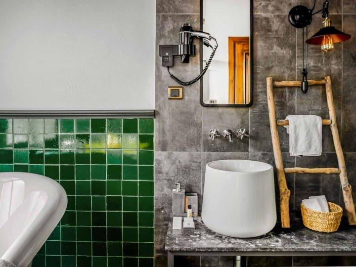 rustica-6-bathroom-detail